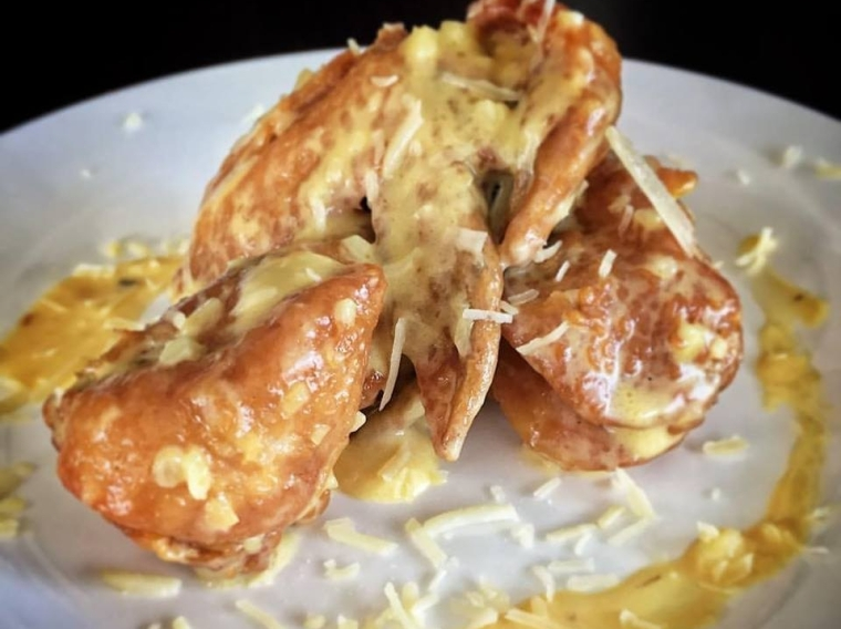 Cheesy Wings by Gandia St