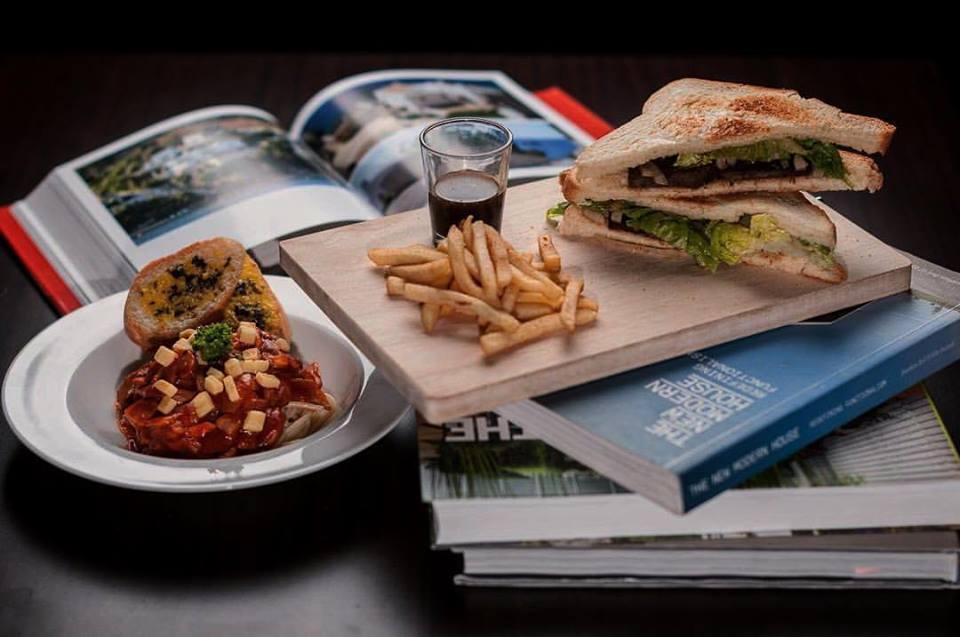 G Street's Pasta Gilberto & Roast Beef Sandwich