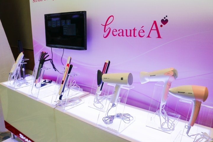 Sharp introduced beautéA that has a new line-up for beauty appliances including a Hair Iron, Blower and Curling Iron with a Plasmacluster technology.jpg